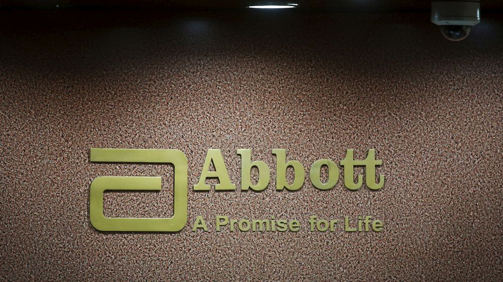 Foto: El logo de la farmacéutica Abbott, en la recepción de sus oficinas de Mumbai (India). (Reuters)