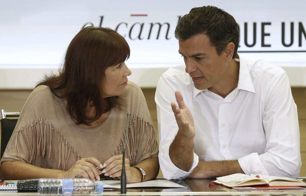 Foto: Pedro Sánchez con Micaela Navarro, presidenta del PSOE, en la reunión de la ejecutiva federal del pasado 24 de agosto. (EFE)