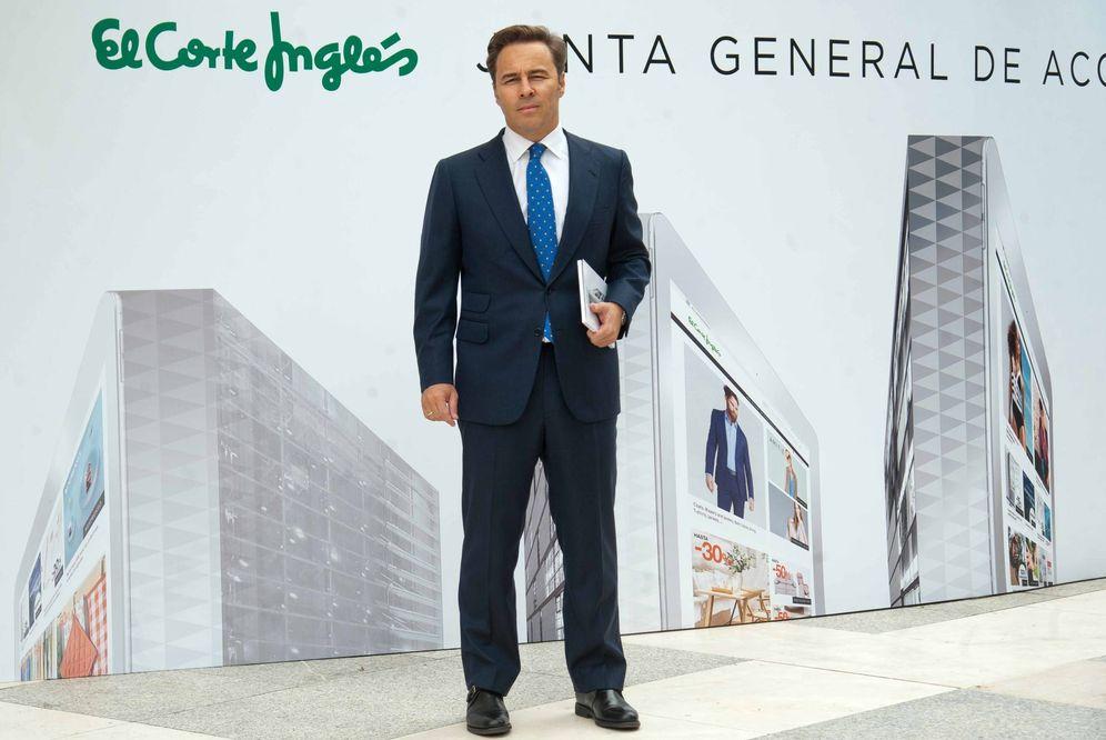 Foto: El presidente de El Corte Inglés, Dimas Gimeno, ha sido el telonero de Mariano Rajoy este martes.