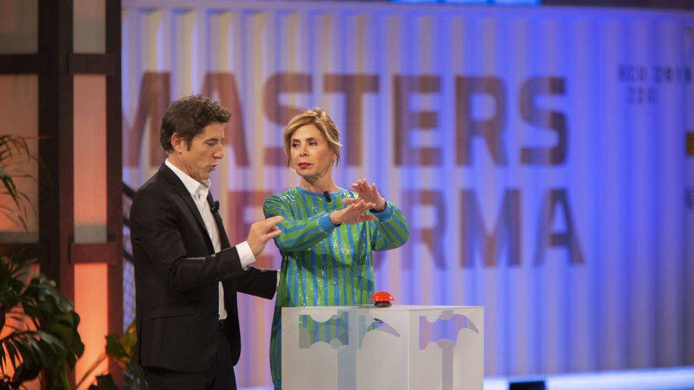 Dos peones 'pelotean' a Ágatha Ruiz de la Prada en 'Masters de la Reforma'