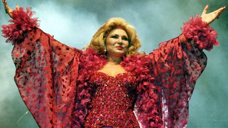 Rocío Jurado, durante una actuación en los años 2000. (EFE)