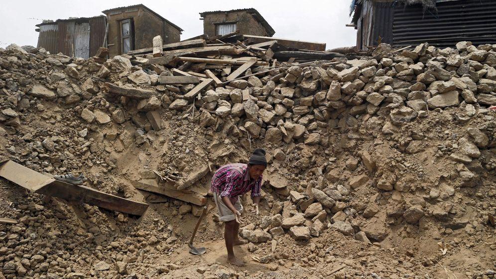 Foto: Un superviviente del terremoto de Nepal. (Reuters)