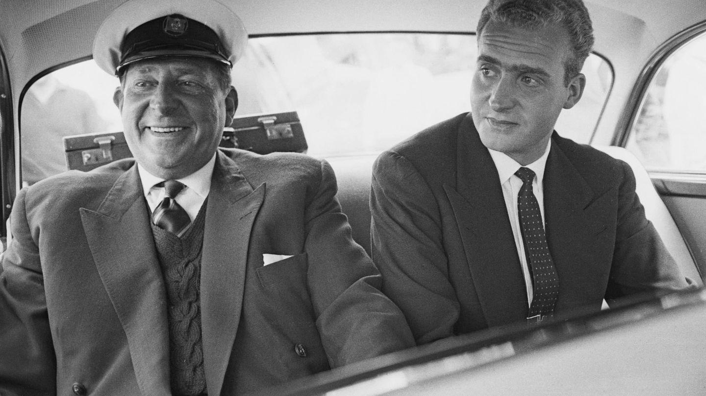 Don Juan Carlos y su padre. (Getty)