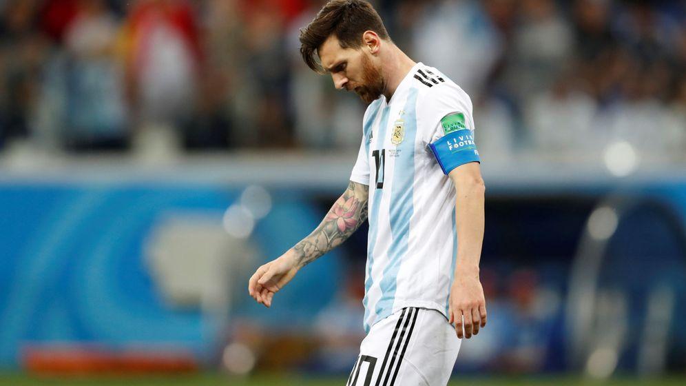 Foto: Messi, cabizbajo y hundido, al término del partido entre Argentina y Croacia. (EFE)