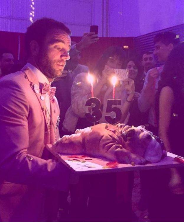 Foto: Carles Francino con su tarta de cumpleaños (Instagram).