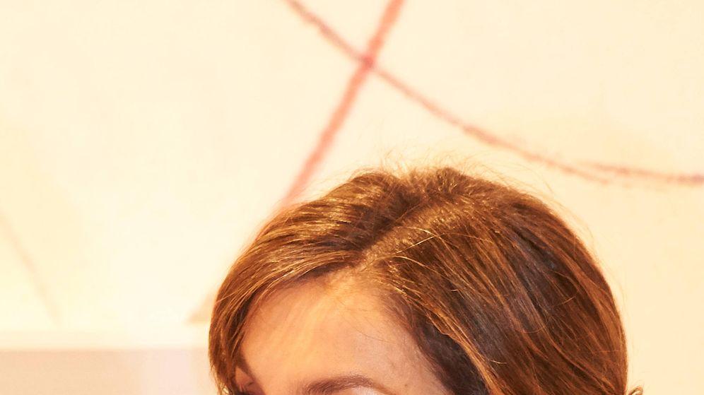 Foto: La Reina con sus pendientes favoritos en ARCO. (Limited Pictures)