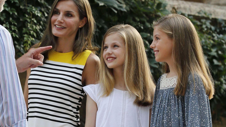 La Reina y sus hijas. (EFE)