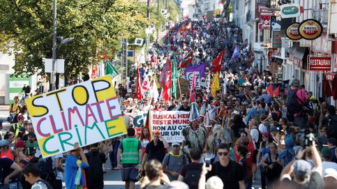 Imágenes de la multitudinaria manifestación entre Hendaya e Irún