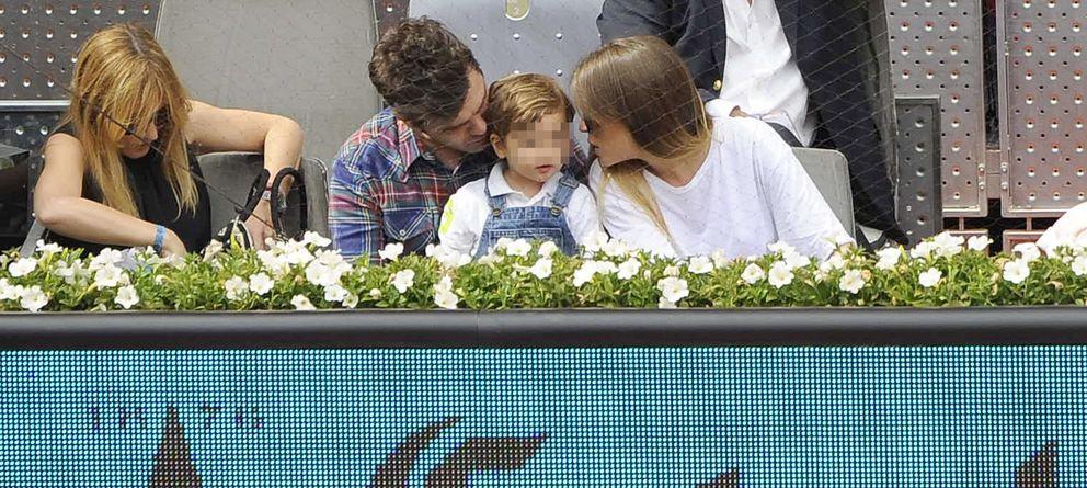 Foto: El expiloto junto a su hijo Lucas y su novia Marta Castro el pasado mes de mayo en el Masters Series de Madrid (Gtres)