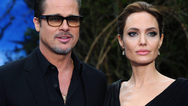 Brad Pitt y Angelina Jolie, cuando aún estaban casados. (Getty)