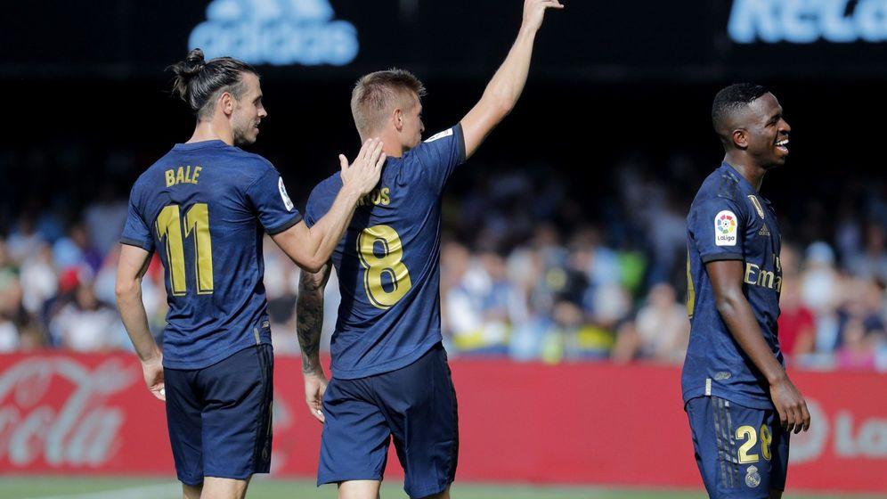 Foto: Bale felicita a Kroos por su gol. (EFE)