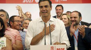 Susana Díaz entrega el PSOE a Pedro Sánchez por segunda vez