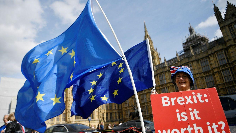 Portazo a los inmigrantes en Reino Unido: obligatorio hablar inglés y ganar 30.000€