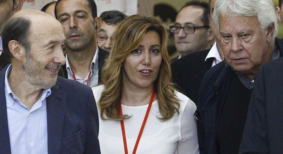 Foto: Fotografía de archivo del expresidente del Gobierno Felipe González (d), y la presidenta de la Junta de Andalucía, Susana Díaz (EFE)