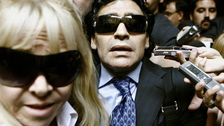 Diego Maradona, junto a su exmujer Claudia Villafañe en 2008. (EFE)