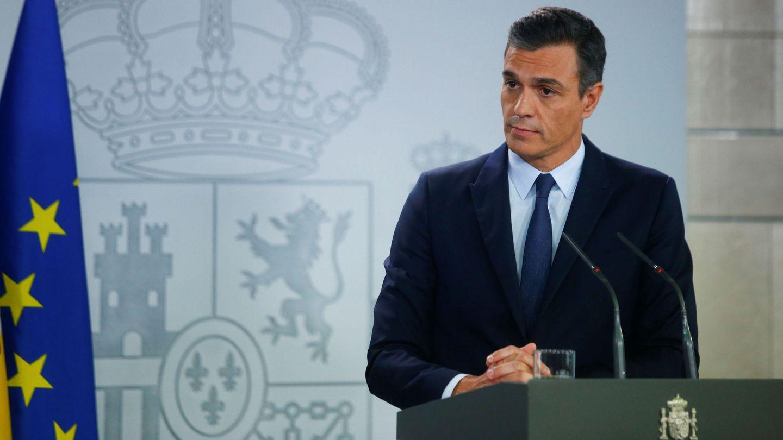 El presidente en funciones en la Moncloa tras verse con el Rey. (EFE)