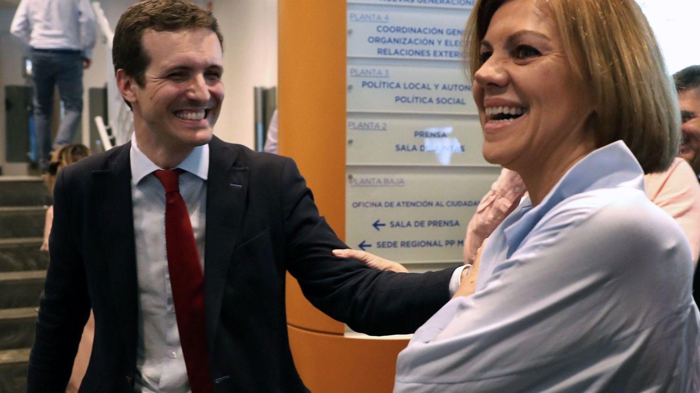 Los candidatos a presidir el Partido Popular María Dolores de Cospedal y Pablo Casado, en Génova. (EFE)