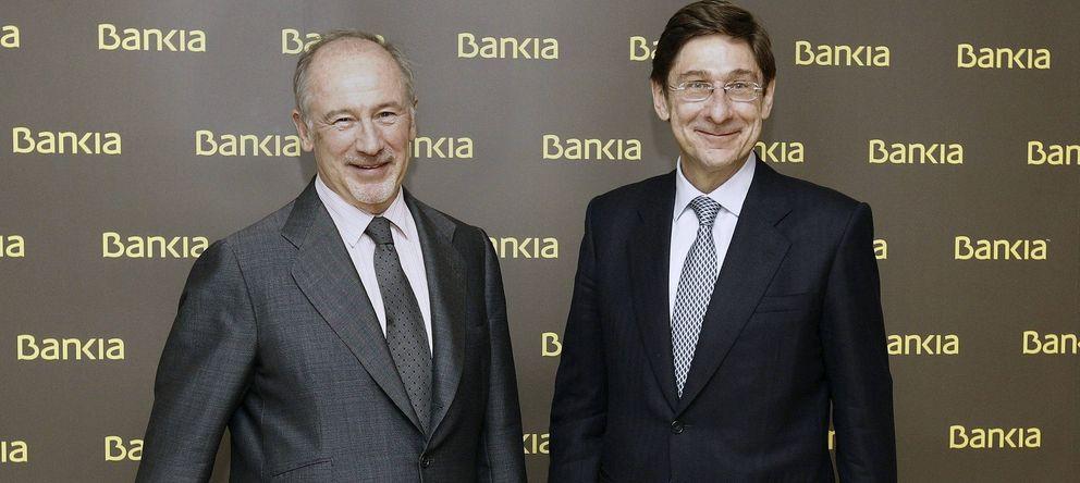 Foto: El nuevo presidente de Bankia, José Ignacio Goirigolzarri (d), que sustituye en el puesto a Rodrigo Rato (i) (EFE)