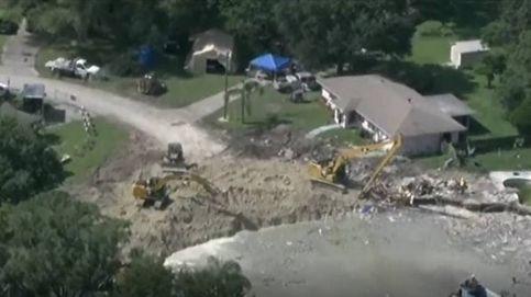 Un socavón se 'traga' dos casas en Florida