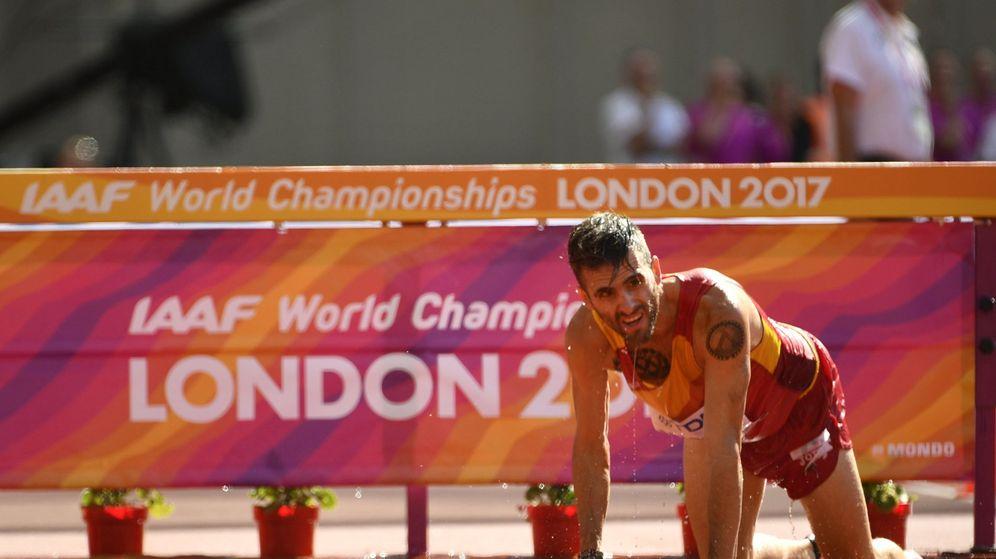 Foto: La caída de Sebastián Martos en los 3.000 obstáculos de los Mundiales de Atletismo