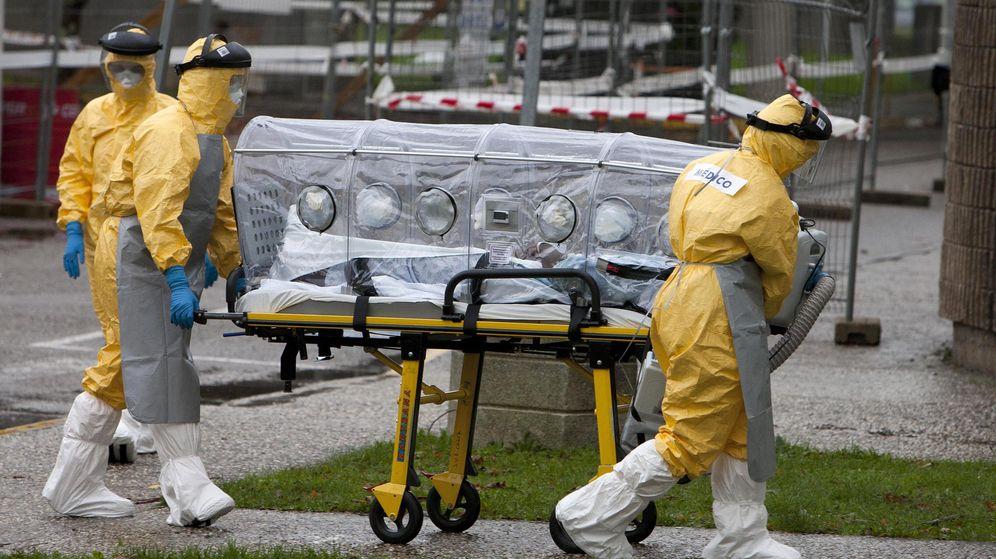 Foto: Llega al hospital el paciente posible portador de ébola (EFE)