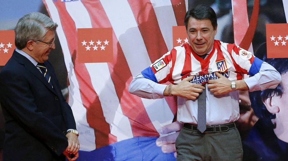 Foto: Ignacio González y Cerezo, en un acto del Atlético de Madrid (Efe)