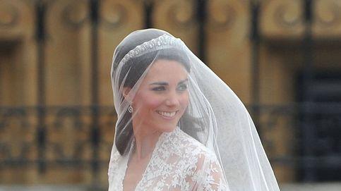 La dura realidad de la costurera de Kate y Meghan: de crear sus vestidos de novia a la ruina total