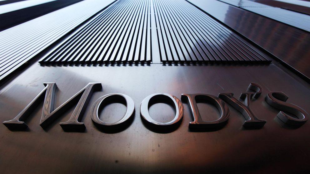 España 'pasa' de Grecia y Moody's planea revisar al alza su rating