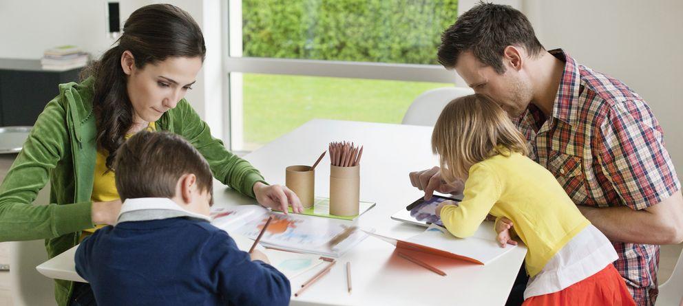 Foto: La familia es la máxima responsable en la educación de los hijos. (Corbis)