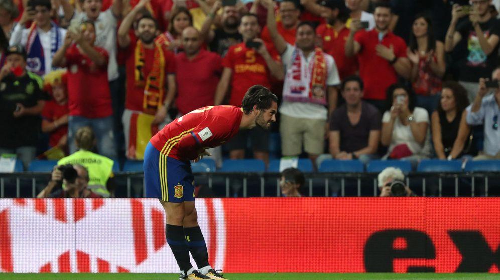 Foto: Isco hizo una reverencia al Bernabéu tras marcar el 1-0. (Reuters)