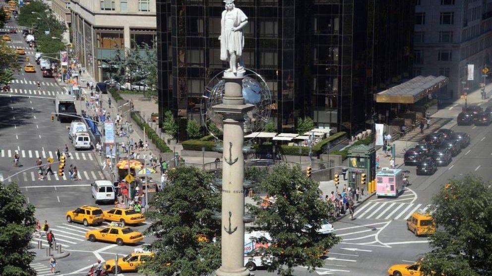 Amanece con pintadas la estatua de Colón en Nueva York: Algo va a pasar