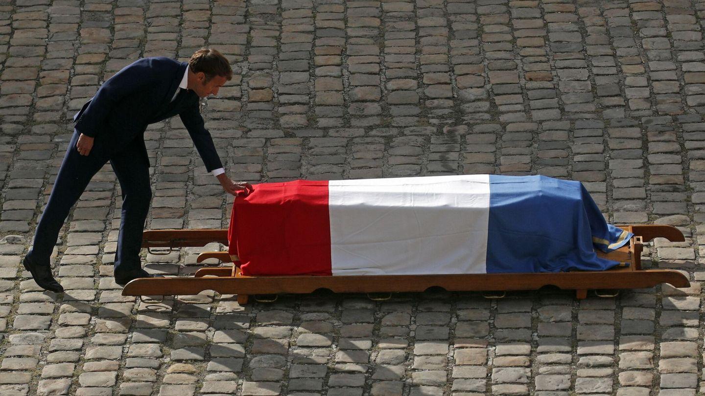 Emmanuel Macron rinde tributo a Jean-Paul Belmondo. (EFE)