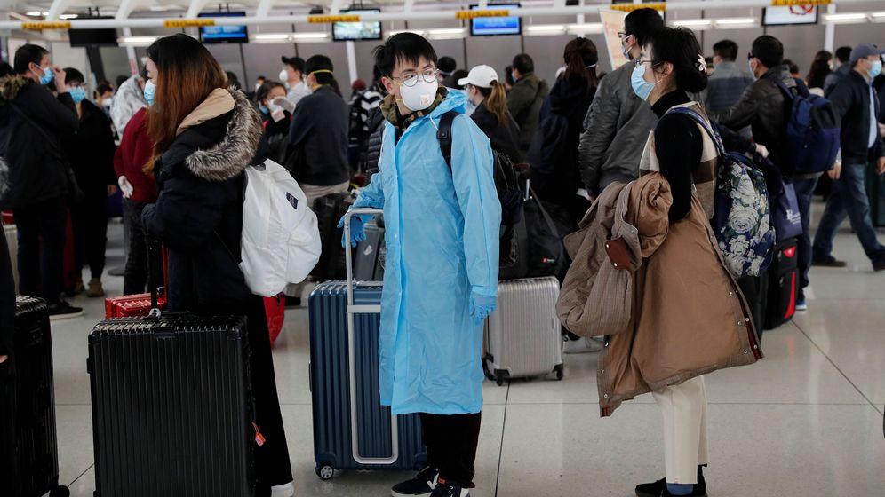 Foto: Pasajeros chinos esperando en el aeropuerto de Nueva York. (Reuters)