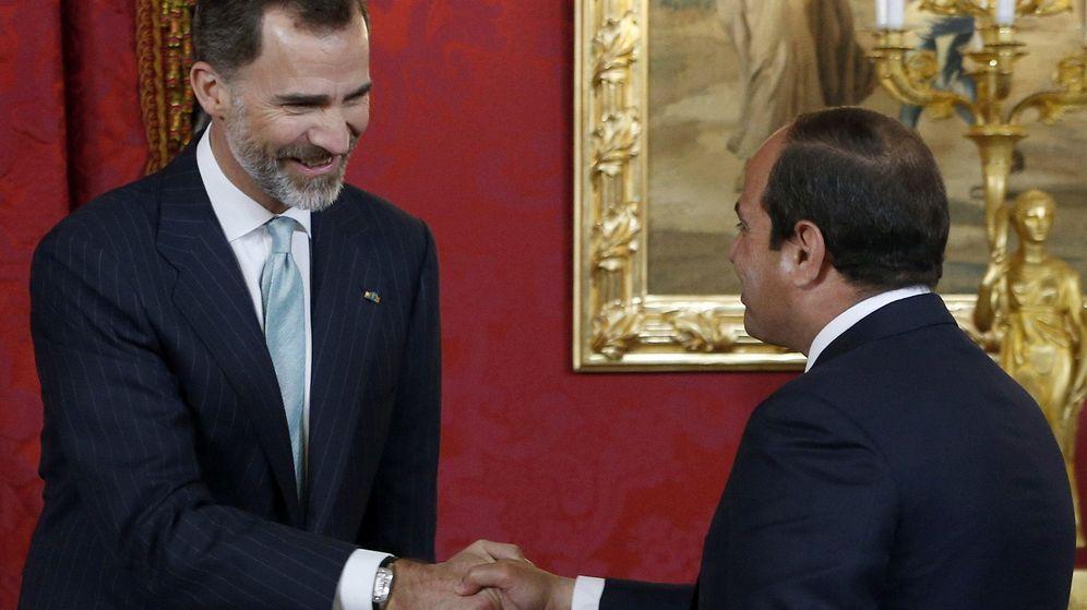 Foto: El Rey Felipe saluda al presidente de Egipto, Abdelfatah al Sisi (EFE)