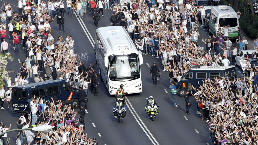 Primer gol del Madrid con un ambiente de locura en los aledaños del Bernabéu