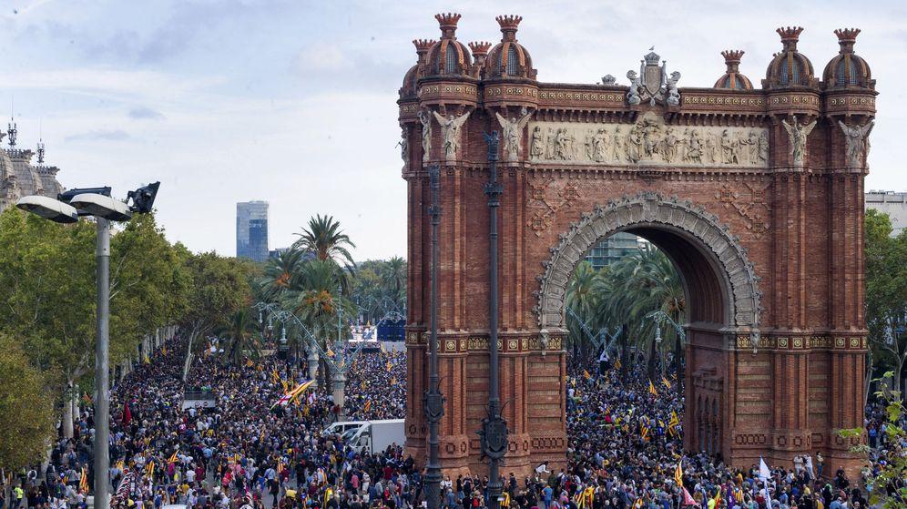Foto: Independentistas en los alrededores del parque del Parlament. (EFE)