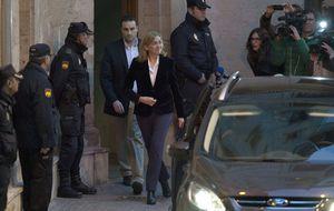 Doña Cristina abandona el Juzgado tras siete horas de interrogatorio