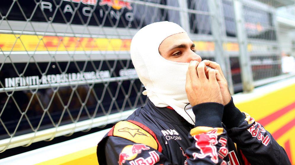 Foto: Sainz participó en la carrera tras recibir el visto bueno de los médicos de la FIA (Efe)