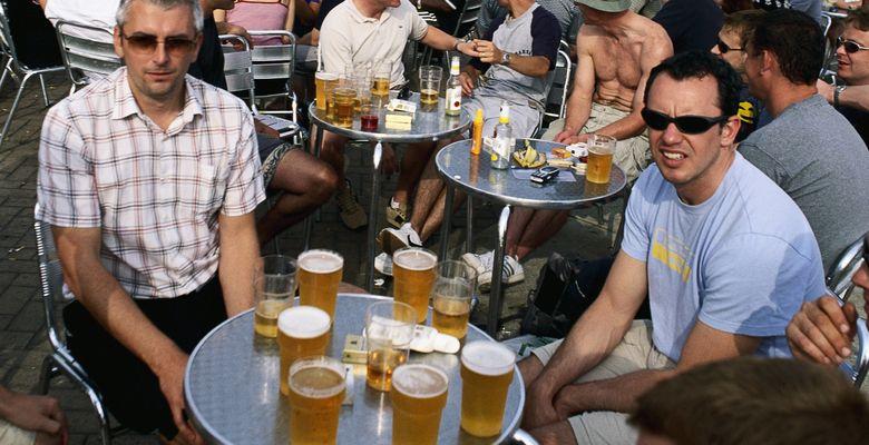Foto: El consumo de alcohol se incrementó en un 10% durante 2012, aunque el gasto se mantiene porque se tiende más a las bebidas baratas. (Corbis)