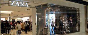 China carga ahora contra las firmas de moda: confisca ropa de Zara, Versace y D&G