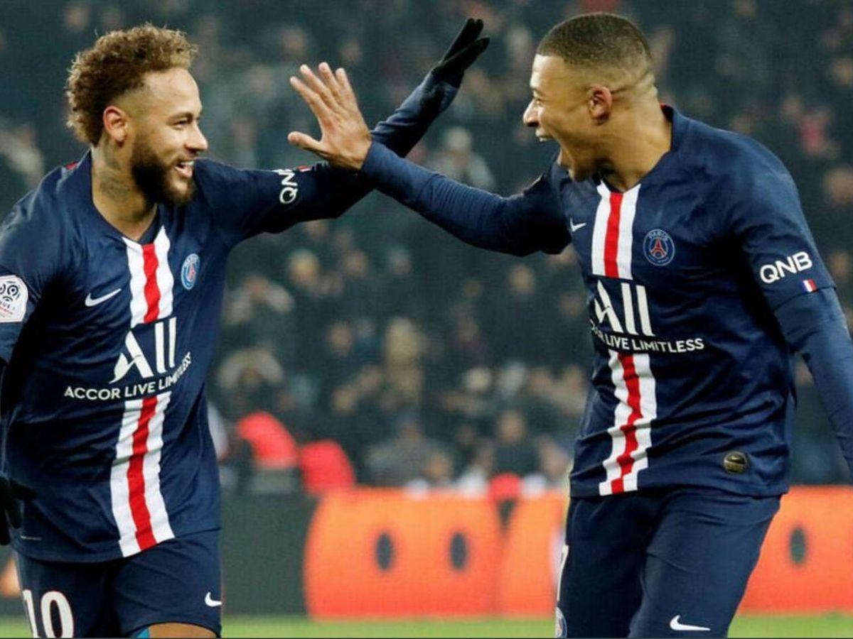 Foto: Neymar y Mbappé celebran un gol en un partido del Paris Saint-Germain.