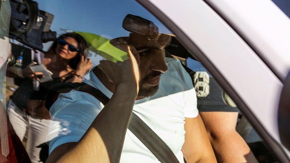 Foto: Antonio Manuel Guerrero, miembro de 'La Manada', ha sido pillado tratando de obtener un pasaporte. (EFE)
