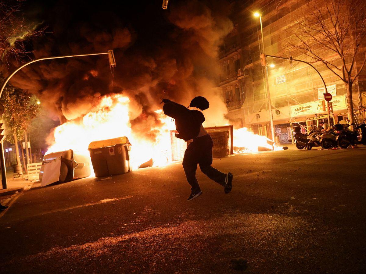 Foto: Protesta en Barcelona por Hasél. (Reuters)
