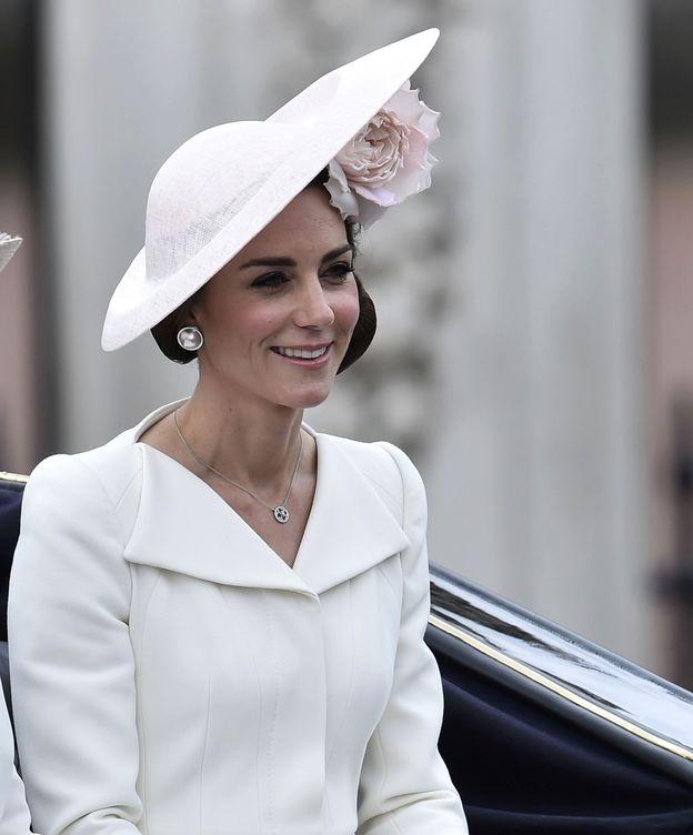 Foto: La duquesa de Cambridge luciendo unos pendientes de perlas (Gtres)