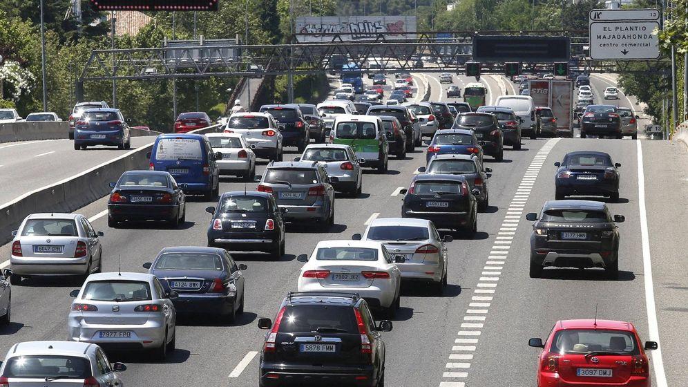 Foto: Potenciar el tráfico de autobuses y coches compartidos con carriles bus-VAO. (EFE)