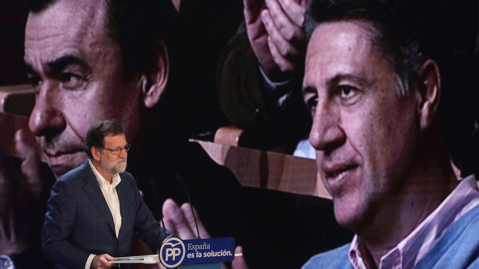 Foto: Rajoy, en la tribuna durante el mitin. (EFE)