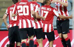 Diego Castro falla su primer penalti ante un Athletic europeo