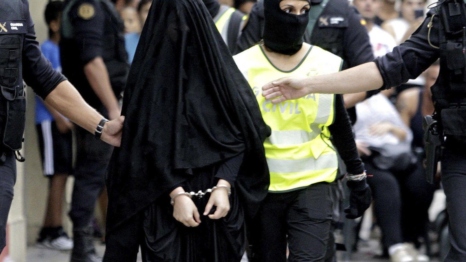 Foto: La joven de 18 años de origen marroquí detenida en Gandía (Valencia) por su presunta relación con terrorismo yihadista. EFE