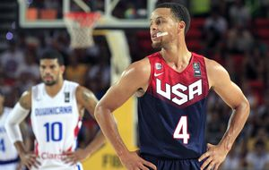 Los problemas de Curry con el tiro van al revés que los de EEUU