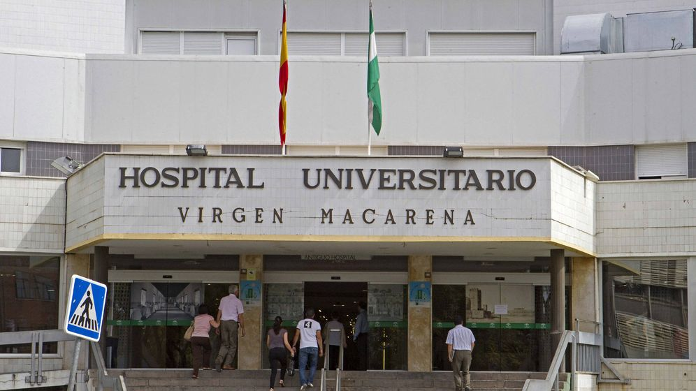 Foto:  Acceso principal del Hospital Universitario Virgen Macarena de Sevilla. (EFE)